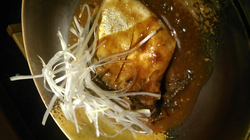 今日はサバ味噌煮!